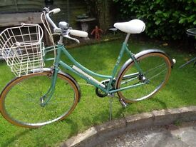 """VINTAGE LADIES RALEIGH SHOPPING BIKE """"CAPRICE"""" EXCELLENT CONDITION COLLECTABLE"""