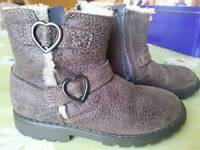 6 f Clarks girls leather boots heart buckle