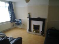 2 bed house with large sellar f. furnished nr city center / parking wortley Leeds ls12 5pn