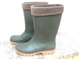 GREEN WELLINGTON BOOTS SIZE 41 EXCELLENT CONDITION