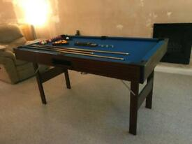 Small pool/snooker table