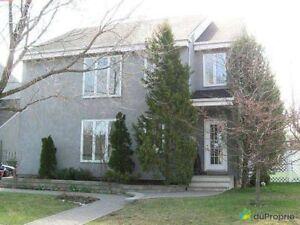 800 000$ - Maison 2 étages à vendre à Ste-Rose