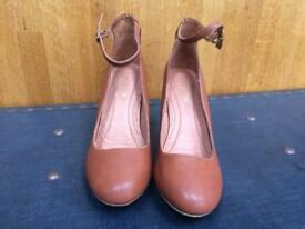 New Next Tan leather shoes size 6 1/2