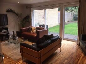 Double room to let in 3-bedroom house. New House Park area, St. Albans