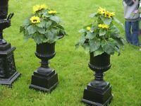 Pair of urns and base cast iron (garden furniture, metal, hawthornes)