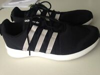 ADIDAS TRAINERS SIZE 5.5 EXCELLENT CONDITION