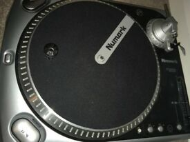 ASAP selling 2x Numark TT200 turntables not working but for spare parts or project to work on!