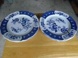 5 X LARGE J. & G. MEAKIN DINNER PLATES