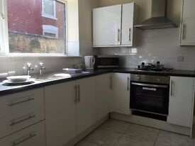 Rooms to let in modern, professional house, £75 Cleethorpes Road, Grimsby, £75 pw all bills inc.