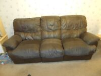Land of Leather Reclining Sofa Suite 2 & 3 Seaters - used condition Smoke, Pet free, Collection only