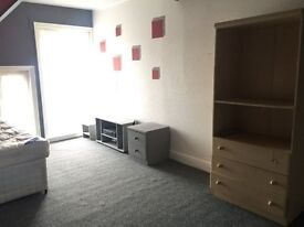 Double Bed Room in shares house on stow hill, Newport