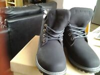 Ladies or girls fashion boots size 4