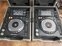 2 x pioneer cdj 2000 nexus decks turntables in flightcase
