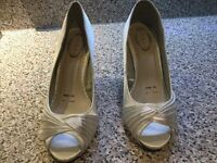 Ladies shoes dress Size 5. Wide fitting