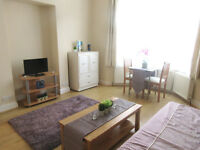 Garden flat with additional study and 2 bathrooms 7 min walk from Leytonstone tube station, zone 3