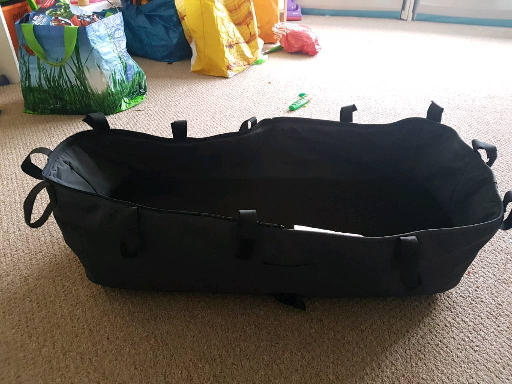 Grey bugaboo cameleon carry cot with mattress and board. Great condition. Fits cameleon 2 and 3