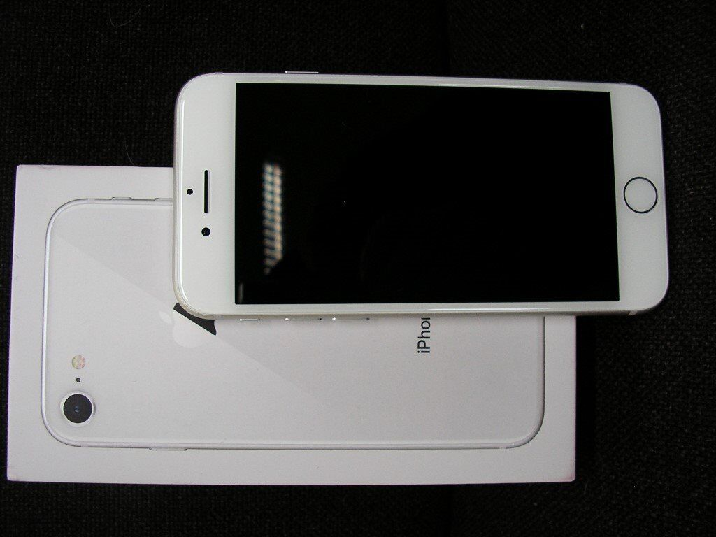 Apple Iphone 8 silver 256 GB ( BRAND NEW )