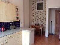 BYRES ROAD - THREE BEDROOM SPACIOUS SECOND FLOOR FLAT AVAILABLE FOR RENT
