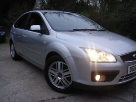 Ford Focus 1.6 Ghia 5dr. SERVICE HISTORY AND A FULL 12 MONTHS MOT NO ADVISORIES.