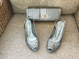 Ladies matching shoes and bag