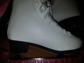 White ice skating boots uk size4