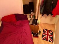Friendly Flat Share by Canning Town Tube Only 4 min/walk