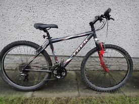 Trek 820 Mountain bike 26 inch wheels 21 gears 18 inch frame front suspension working order