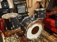 Pearl Maxwin Black Leather drum kit