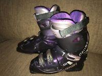 SALOMON Womens Ski Boots - Size 7 - £40 O.N.O.