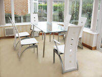 DINING TABLE & 6 WHITE LEATHER CHAIRS (4 CHAIRS & 2 CARVERS) CAN DELIVER