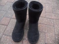 genuine australia black uggs cant wear due to healyh reasons size 5.5