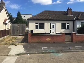 3 BEDROOM LARGE BUNGALOW RAINHAM RM13 8PJ