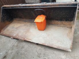 Large manitou bucket for sale , no longer needed and been sat idle for 2 years