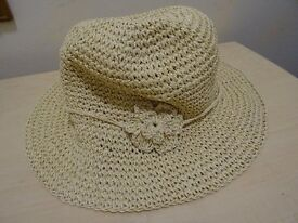 LADIES SUMMER HAT - MARKS AND SPENCERS