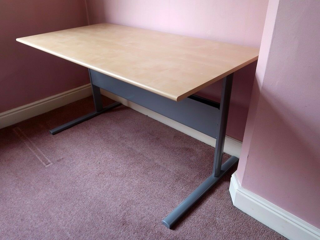 IKEA Fredrik Desk in Birch (139x72x74cm) - Excellent condition
