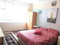 Beautiful Master bedroom to let in Goodmayes fully furnished.