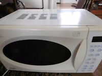 BUSH BMX855TCGM Family Size Touch Control Microwave/Grill