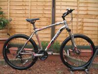 TREK 3700 Disc Mountain Bike. 26''wheels. 19.5''frame. 24 speed. Disc Brakes. Excellent condition