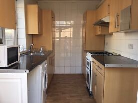 **3 BED ROOM – Bungalow * TO LET (South Street , Rainham, RM13 8PJ) **DHSS WELL COME