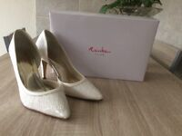 Wedding shoes by rainbow ivory shimmer lace size 5