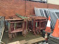Adjustable bricklaying trestles