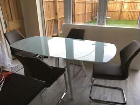 Extendable glass table and 4 chairs