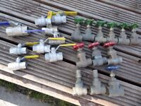 21 MIXED ISOLATION VALVES- JOB LOT -- ONLY £25