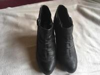 New look ladies boots size 4/37 uesd black £4