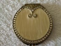 VINTAGE Compact, Charming Double Mirrors in Mint Condition with Tight Close