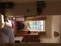 Double room in spacious hyndland flat £325 p/m *ideal for student* available 1/6/17