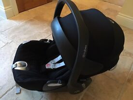 Cybex Cloud Q in Black with Isofix base - great condition, no accidents