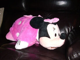 Disney Minnie 2-in-1 Cushion Plush. Very good condition. From smoke and pet free house.