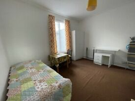 A bright and spacious single room in Bowes Park