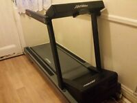 Treadmill Life Fitness 9100hr used Excellent Condition Fitness Gym
